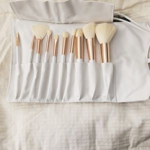 la beaute Soi Makeup Brush Collection